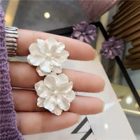 pearlwhite flower pierce