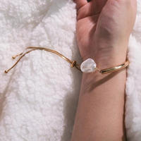 baroque pearl ×  gold bracelet