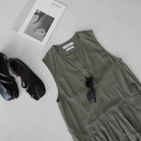 SILKY ESSENTIAL  PLEATS DRESS/KHAKI