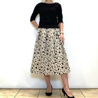【NOUQUE/ヌーク】変形ドットのフレアースカート