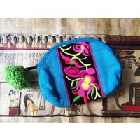 ポンポン付民族刺繍ミニポーチ