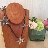 UNO de 50 ( ウノデシンクエンタ )花と紫ビーズのネックレス(U-COL-322,324,334)