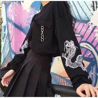 ドラゴン刺繍のスリーブデザインが施されたビッグシルエットスウェット 原宿系 ファッション レディース ゆめかわいい 奇抜 派手 個性的 トレーナー 衣装