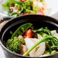 ストウブ鍋で一つずつ調理/野菜の旨味がぎゅっと詰まった  季節野菜のバリグール風
