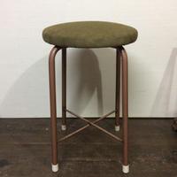布張りの丸椅子