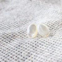 14kgf 白蝶貝のスタッドピアス  【透明感・美しい光沢・シンプル】[PP007]