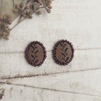 刺繍レザーピアス/ブラウン