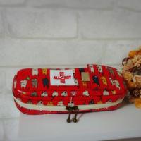 ひょっこりエピペン用ポーチ・1本両開きタイプ赤猫柄ラミネート【No.191030E】