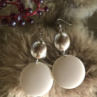 vintage  beads pierce (milk)