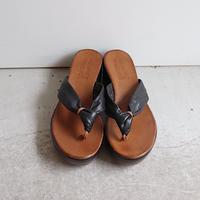 volume leather sandal