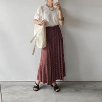 pattern red skirt