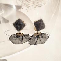 ファー&ブラッックオーガンジーのイヤリング
