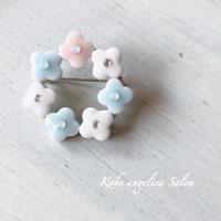 小さな紫陽花ブローチ~Petite fleur~ 陶器タイルアクセサリー お誕生日プレゼント・お祝い