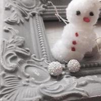 大人のアクセサリー。 スワロフスキー&パール、冬のキラキラした雪のイメージ ピアス イヤリング