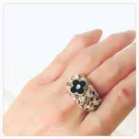 ブラック四つ葉のアルハンブラー ボリュームデザインリング・透明で軽い指輪・ノンアレルギー素材