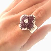 アルハンブラ 大きなフラワーデザインリング アメジストパープルのスワロフスキー 手元から綺麗な気分をアップ ジュエリーのようなスワロフスキーグルーデコ 指輪/フリーサイズリング   プレゼント