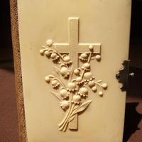 19世紀の聖書 スズランと十字架 ch1