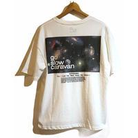 go slow caravan (ゴースローキャラバン)USA/C スクエアLOGO バックプリントゆったりTEE 宇宙 (MENS)