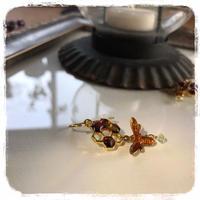 蜜ある方へ 蜂ブンブン ピアス or イヤリング