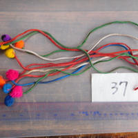 アジア民族衣装 はぎれ リス族ボンボンno.37  30センチ紐 10本セット 刺繍布 山岳民族 タイ 手芸材料 古布 手縫い紐 奇跡