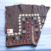 STORES ウズベク族 渦巻き刺繍布NO. 12 25X24CM ウズベキスタン 中央アジア 民族衣装 手仕事 袖 はぎれ