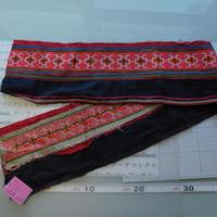 モン族のスカートのボーダー布 no.56  16 x90-100cm 麻布混 Hmong embroidery needlework はぎれ ラオス タイ