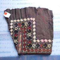 STORES ウズベク族 渦巻き刺繍布NO.11 25X24 CM ウズベキスタン 中央アジア 民族衣装 手仕事 袖 はぎれ
