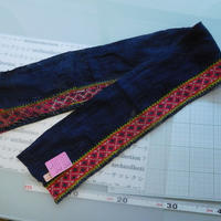 モン族のスカートのボーダー布 no.44  14 x90-100cm 麻布混 Hmong embroidery needlework はぎれ ラオス タイ