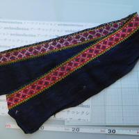 モン族のスカートのボーダー布 no.47  14 x90-100cm 麻布混 Hmong embroidery needlework はぎれ ラオス タイ