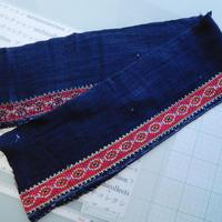 モン族のスカートのボーダー布 no.41  16 x90-100cm 麻布混 Hmong embroidery needlework はぎれ ラオス タイ