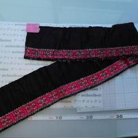 モン族のスカートのボーダー布 no.26  13 x90-100cm 麻布混 Hmong embroidery needlework はぎれ ラオス タイ
