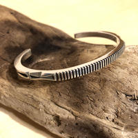 "indian jewelry ""Jennifer Curtis(navajo)"" square wire bangle(B)"