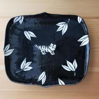 トラ笹板皿