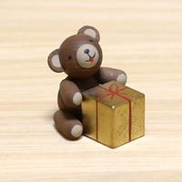 クマとプレゼント/ ギュンター・ライヒェル工房