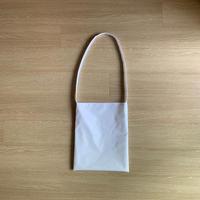 ARUMO  フラットショルダーバッグ (M) /  ホワイト