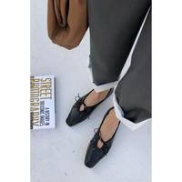 gather ribbon shoes/black[0004]