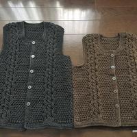 かぎ針編みで編むアラン模様のベスト(大人)