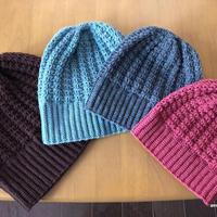 かぎ針編みで編む地模様のニット帽(4サイズ)