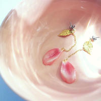 Tulip petals earrings with leaf [Pierced or Clip-on]