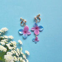 Blue-purple Hydrangea Earrings / Asymmetric [Pierced or Clip on]