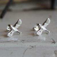 sv925 羽ばたく小鳥のピアス