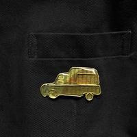 ルノー  キャトル フルゴーネット黄色 イメージのブローチ