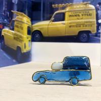 ルノー  キャトル フルゴーネット青 イメージのブローチ