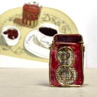 Rolleiflex赤イメージのブローチ