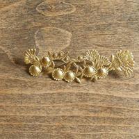 西川美穂  花と実のブローチ