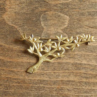 西川美穂  小枝のブローチ