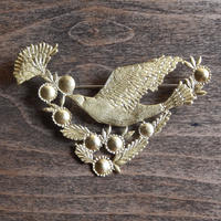 西川美穂 花と実と鳥のブローチ