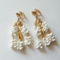TRIFARIトリファリ   ホワイト珊瑚 シェル イヤリング/ ヴィンテージ・コスチュームジュエリー
