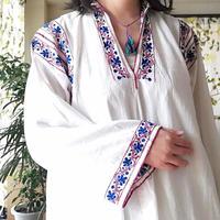 ルーマニア 青とえんじの刺繍ワンピース