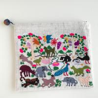 ラオス モン族の手刺繍ポーチ 動物の楽園 D